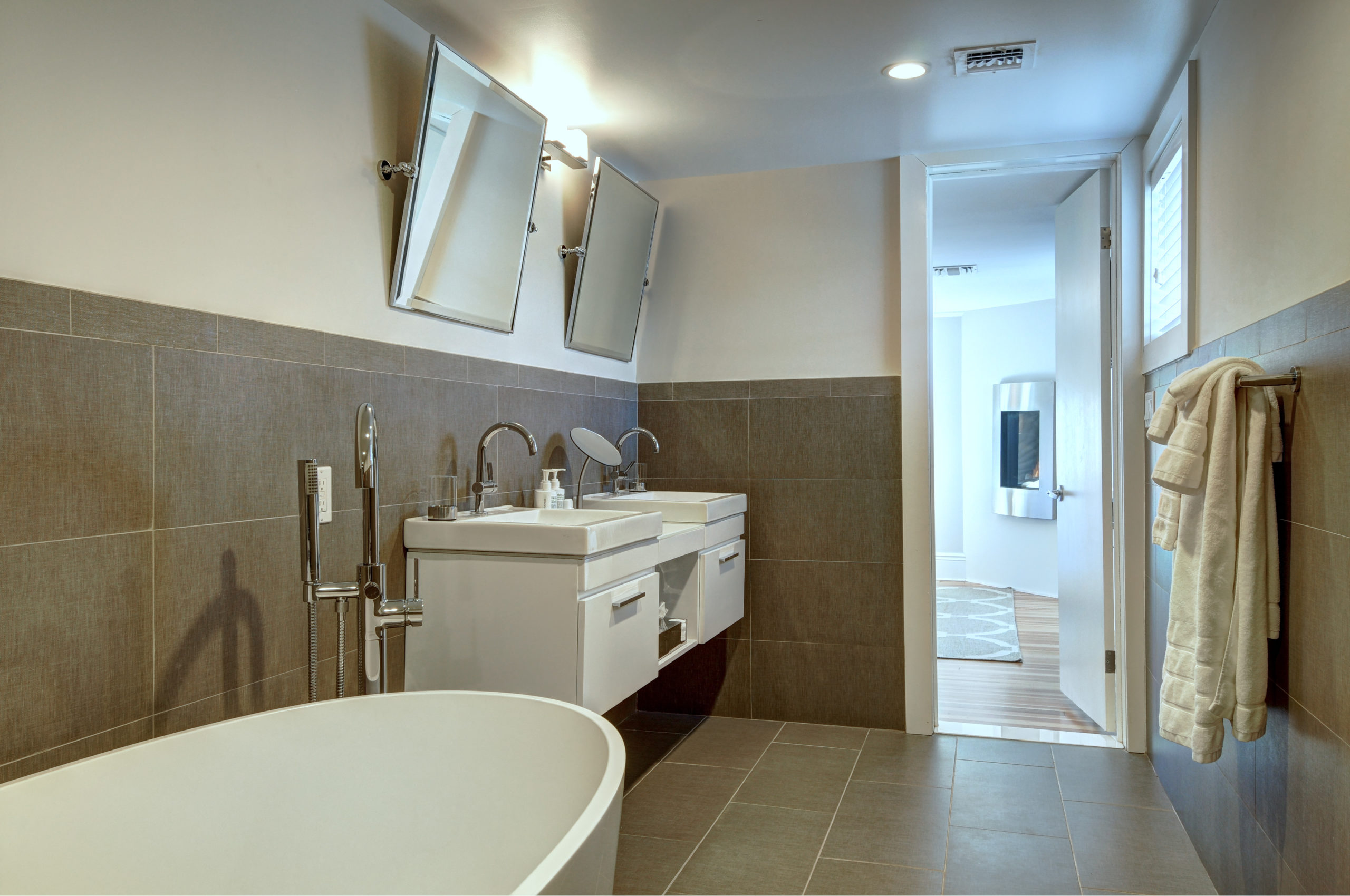 Benedict suite bathroom